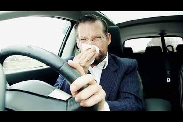 اسباب رائحة البنزين في السيارة