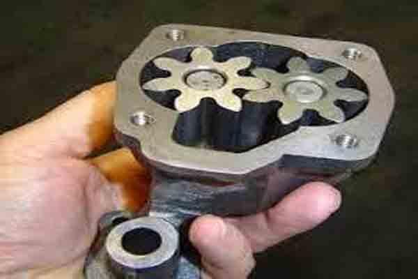 دور مضخة الزيت في محرك السيارة
