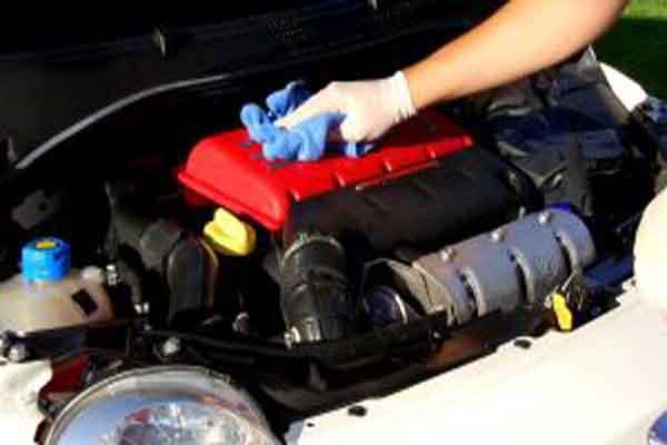 تعرف على كيفية غسيل وتنظيف محرك السيارة